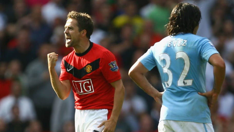 MANCHESTER, ENGLAND - SEPTEMBER 20:  Michael Owen of Manchester United celebrates scoring the winning goal in injury time during the Barclays Premier League match between Manchester United and Manchester City at Old Trafford on September 20, 2009 in Manchester, England.  (Photo by Alex Livesey/Getty Images)
