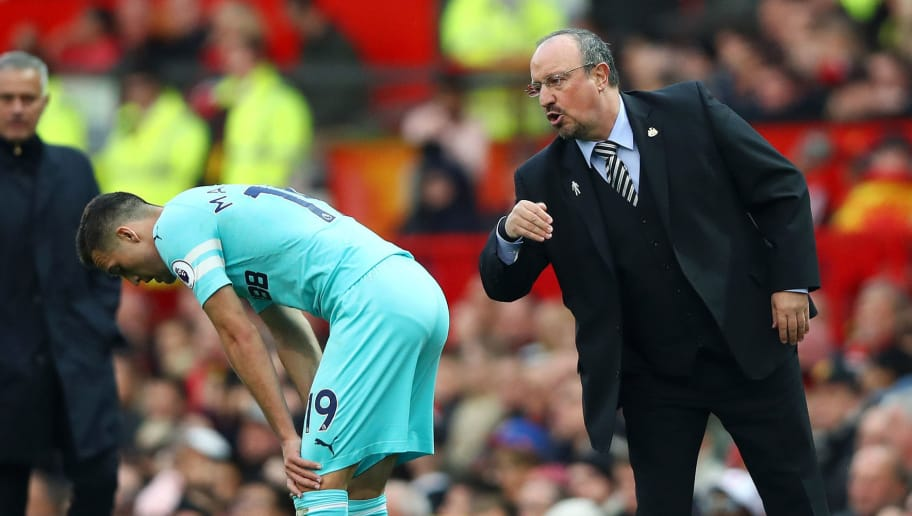 MANCHESTER, ENGLAND - OCTOBER 06:  Rafael Benitez, Manager of Newcastle United gives instructions to Javier Manquillo of Newcastle United during the Premier League match between Manchester United and Newcastle United at Old Trafford on October 6, 2018 in Manchester, United Kingdom.  (Photo by Clive Brunskill/Getty Images)