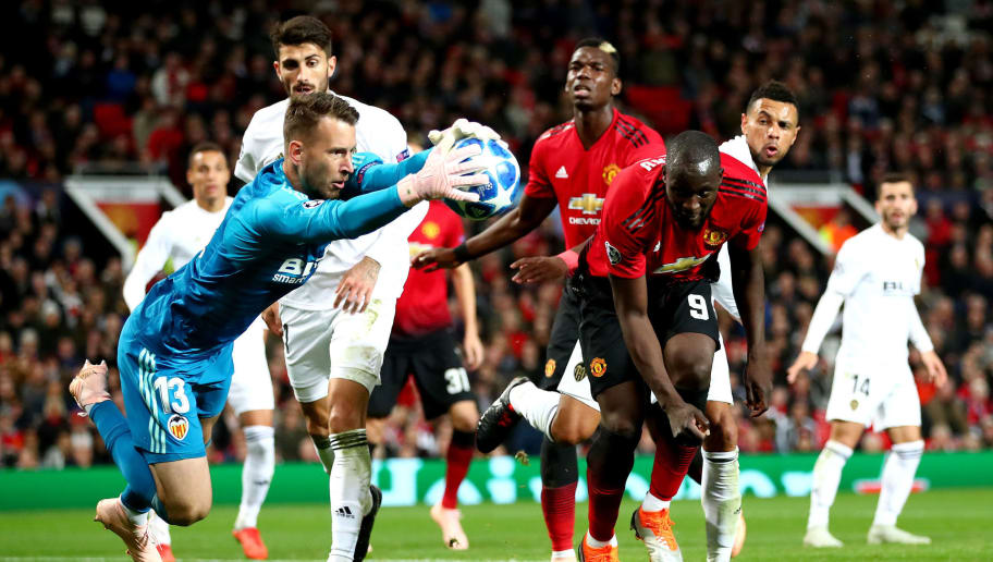 MANCHESTER, ENGLAND - OCTOBER 02:  Norberto Murara Neto of Valencia makes a save under pressure from Romelu Lukaku of Manchester United during the Group H match of the UEFA Champions League between Manchester United and Valencia at Old Trafford on October 2, 2018 in Manchester, United Kingdom.  (Photo by Clive Brunskill/Getty Images)