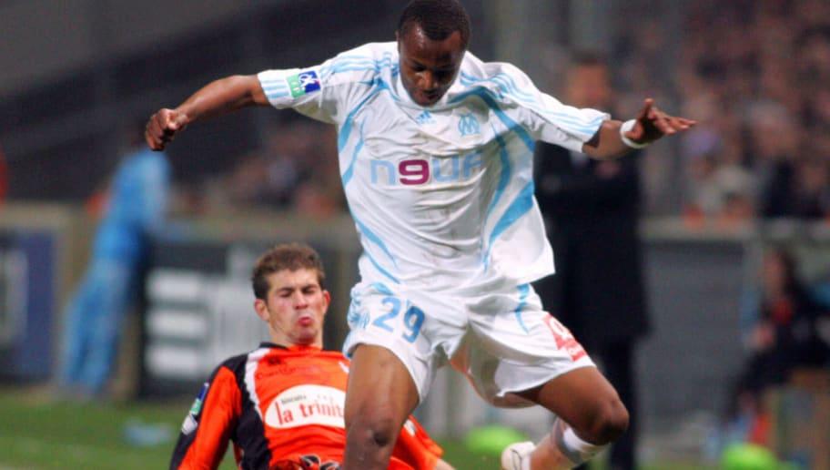 Marseille's foward Andre Ayew (R) vies w