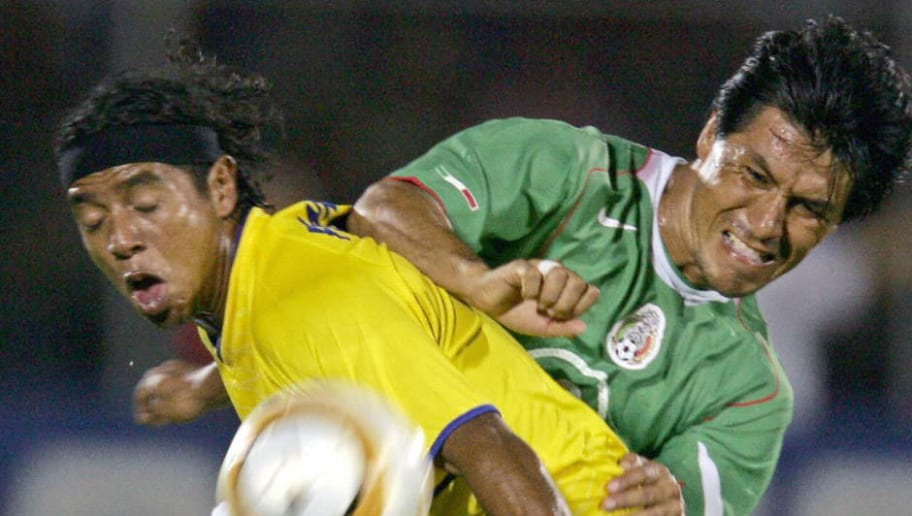 Mexican Claudio Suarez (R) vies for the