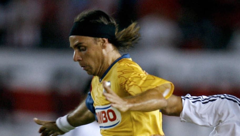 Midfielder Richard Nunez (L) of Mexico's