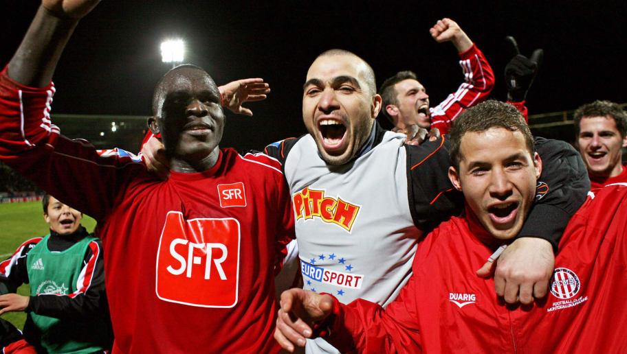 Montceau-les-Mines' players celebrate af...