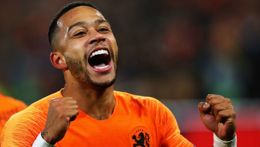 ROTTERDAM, NETHERLANDS - NOVEMBER 16:  Memphis Depay of the Netherlands celebrates scoring his teams second goal of the game during the UEFA Nations League A group one match between Netherlands and France at De Kuip on November 16, 2018 in Amsterdam, Netherlands.  (Photo by Dean Mouhtaropoulos/Getty Images)