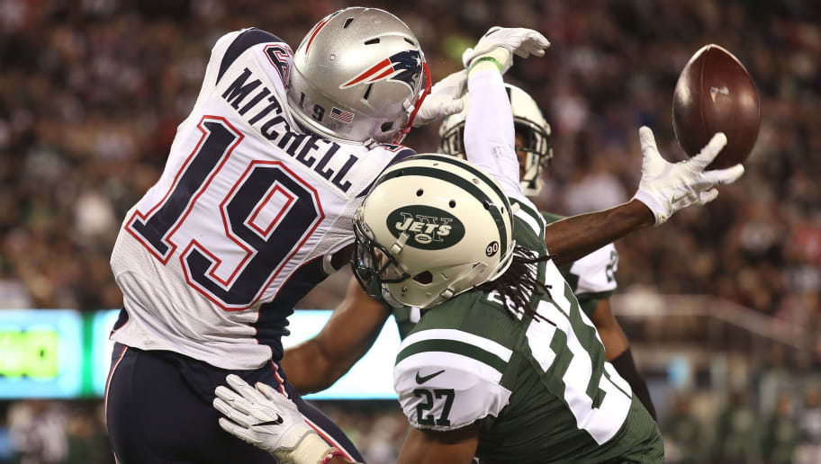 EAST RUTHERFORD, NJ - NOVEMBER 27:   Malcolm Mitchell #19 of the New England Patriots misses a catche against Darryl Roberts #27 of the New York Jets during the first half in the game at MetLife Stadium on November 27, 2016 in East Rutherford, New Jersey.  (Photo by Michael Reaves/Getty Images)