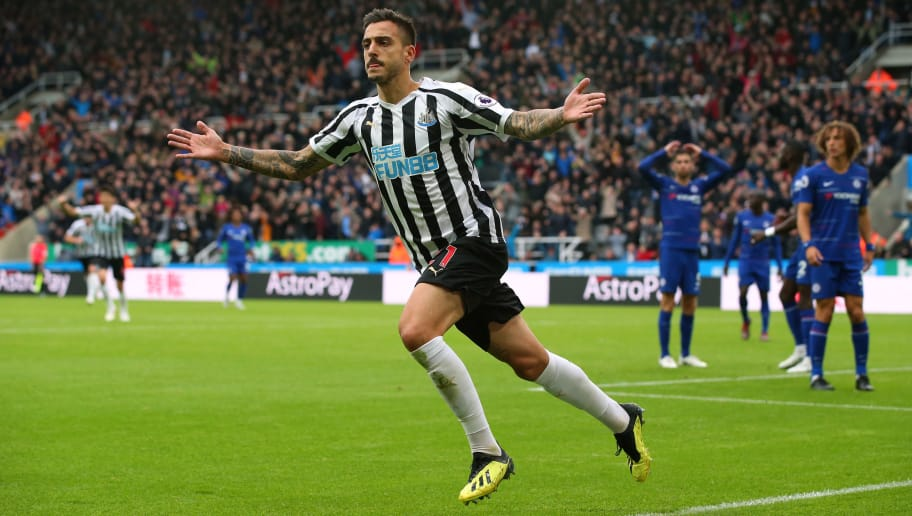 NEWCASTLE UPON TYNE, ENGLAND - AUGUST 26:  Joselu of Newcastle United celebrates after scoring his goal during the Premier League match between Newcastle United and Chelsea FC at St. James Park on August 26, 2018 in Newcastle upon Tyne, United Kingdom.  (Photo by Alex Livesey/Getty Images)