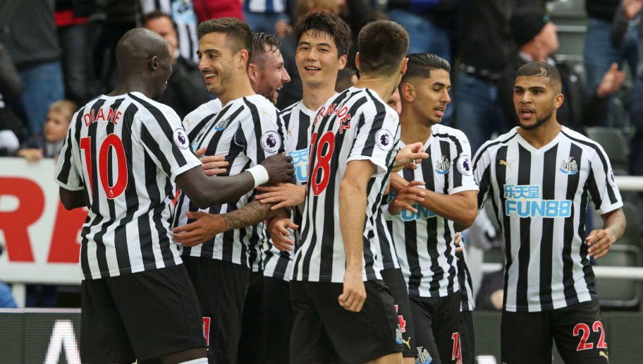 NEWCASTLE UPON TYNE, ENGLAND - AUGUST 26:  Joselu of Newcastle (L2 ) celebrates scoring his team's first goal during the Premier League match between Newcastle United and Chelsea FC at St. James Park on August 26, 2018 in Newcastle upon Tyne, United Kingdom. (Photo by Ian Horrocks/Getty Images)