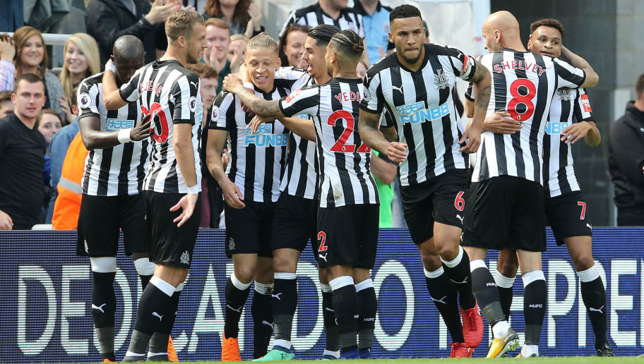 NEWCASTLE UPON TYNE, ENGLAND - MAY 13:  Dwight Gayle of Newcastle (C) celebrates scoring the opening goal during the Premier League match between Newcastle United and Chelsea at St. James Park on May 13, 2018 in Newcastle upon Tyne, England. (Photo by Ian Horrocks/Getty Images)
