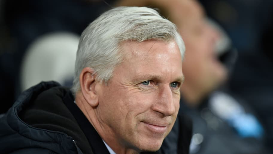NEWCASTLE UPON TYNE, ENGLAND - DECEMBER 28:  Newcastle manager Alan Pardew looks on before the Barclays Premier League match between Newcastle United and Everton at St James' Park on December 28, 2014 in Newcastle upon Tyne, England.  (Photo by Stu Forster/Getty Images)