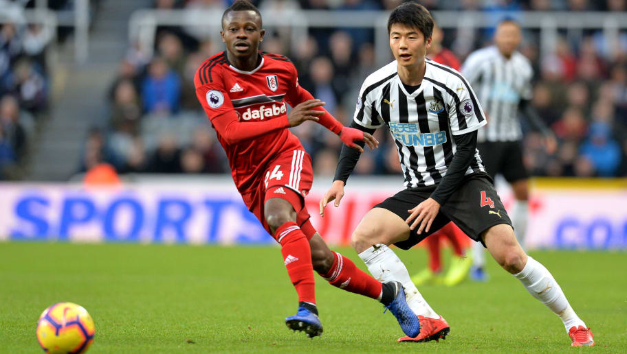 NEWCASTLE UPON TYNE, ENGLAND - DECEMBER 22: Jean Michael Seri of Fulham is challenged by Ki Sung-Yueng of Newcastle United during the Premier League match between Newcastle United and Fulham FC at St. James Park on December 22, 2018 in Newcastle upon Tyne, United Kingdom.  (Photo by Mark Runnacles/Getty Images)