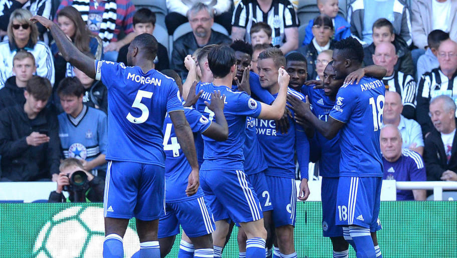 NEWCASTLE UPON TYNE, ENGLAND - SEPTEMBER 29:  Jamie Vardy of Leicester City celebrates with teammates after he scores his sides first goal during the Premier League match between Newcastle United and Leicester City at St. James Park on September 29, 2018 in Newcastle upon Tyne, United Kingdom.  (Photo by Mark Runnacles/Getty Images)