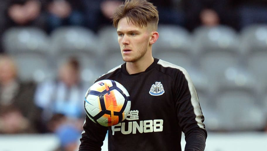 NEWCASTLE UPON TYNE, ENGLAND - JANUARY 06:  Freddie Woodman of Newcastle United warms up prior to The Emirates FA Cup Third Round match between Newcastle United and Luton Town at St James' Park on January 6, 2018 in Newcastle upon Tyne, England.  (Photo by Mark Runnacles/Getty Images)