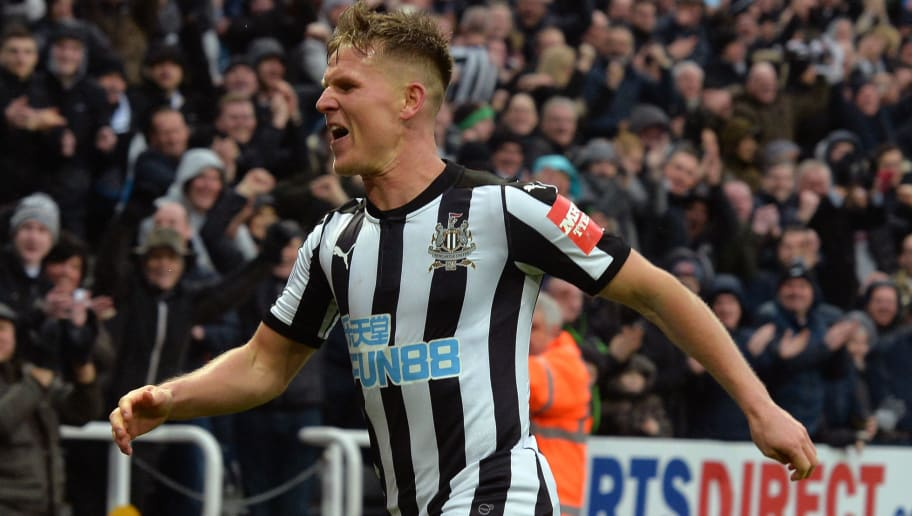 NEWCASTLE UPON TYNE, ENGLAND - MARCH 10:  Matt Ritchie of Newcastle United celebrates scoring his side's third goal during the Premier League match between Newcastle United and Southampton at St. James Park on March 10, 2018 in Newcastle upon Tyne, England.  (Photo by Mark Runnacles/Getty Images)