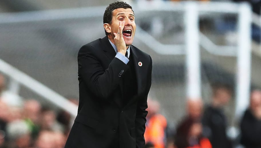 NEWCASTLE UPON TYNE, ENGLAND - NOVEMBER 03: Watford Manager Javi Gracia shouts instructions during the Premier League match between Newcastle United and Watford FC at St. James Park on November 3, 2018 in Newcastle upon Tyne, United Kingdom. (Photo by Ian MacNicol/Getty Images)