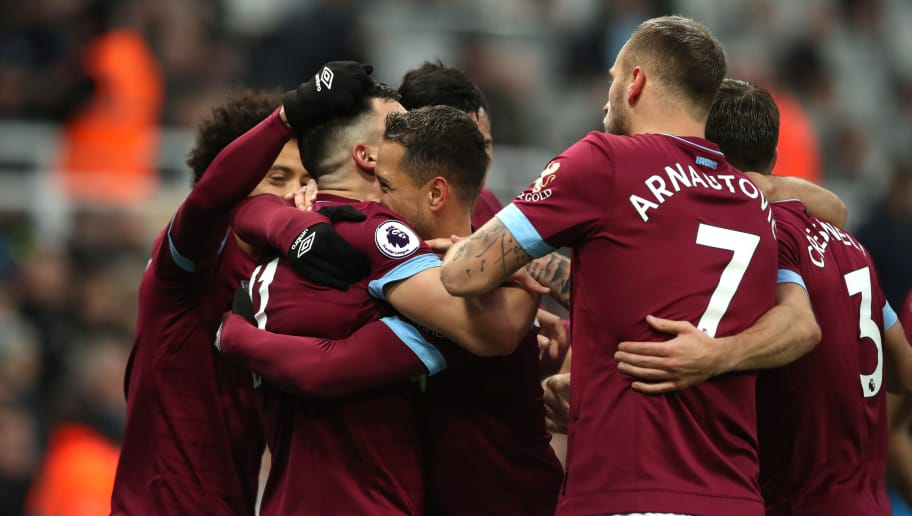 NEWCASTLE UPON TYNE, ENGLAND - DECEMBER 01:  Javier Hernandez of West Ham United celebrates with teammates after scoring his team's first goal during the Premier League match between Newcastle United and West Ham United at St. James Park on December 1, 2018 in Newcastle upon Tyne, United Kingdom.  (Photo by Ian MacNicol/Getty Images)