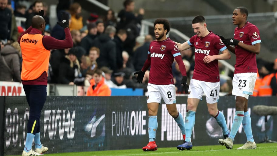 NEWCASTLE UPON TYNE, ENGLAND - DECEMBER 01:  Felipe Anderson of West Ham United celebrates with teammates after scoring his team's third goal during the Premier League match between Newcastle United and West Ham United at St. James Park on December 1, 2018 in Newcastle upon Tyne, United Kingdom.  (Photo by Ian MacNicol/Getty Images)