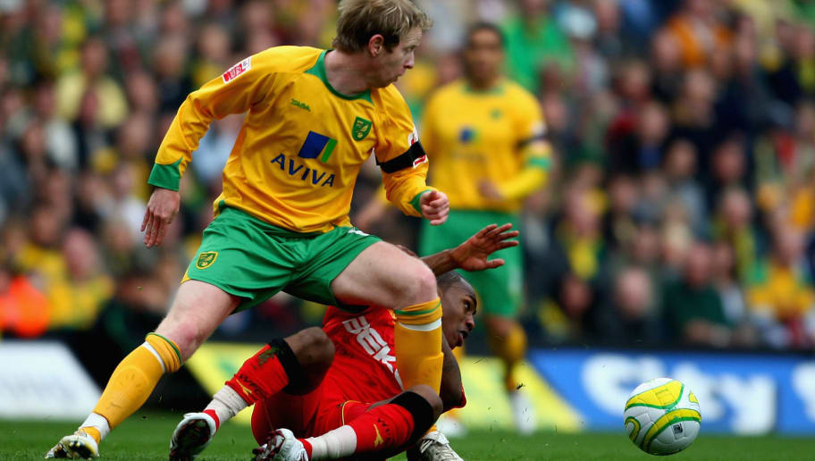 NORWICH, UNITED KINGDOM - APRIL 13:  David Carney of Norwich battles with Daniel Rose of Watford during the Coca Cola Championship match between Norwich City and Watford at Carrow Road on April 13 , 2009 in Norwich, England.  (Photo by Jamie McDonald/Getty Images)