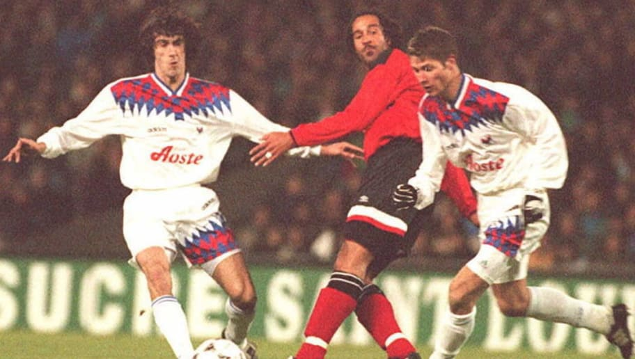 Nottingham Forest Jason Lee (C) is sandwiched by O
