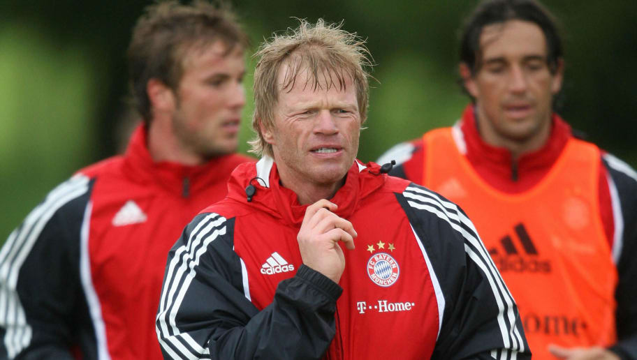 Donaueschingen, GERMANY: Oliver Kahn (C), goalkeeper of the German first division club Bayern Munich, takes part in a training session 09 July 2007 in Donaueschingen, southern Germany. The 2007-2008 first division Bundesliga season starts on 08 August 2007 with the football match Stuttgart - Schalke 04.      AFP PHOTO    DDP/OLIVER LANG    GERMANY OUT  (Photo credit should read OLIVER LANG/AFP/Getty Images)