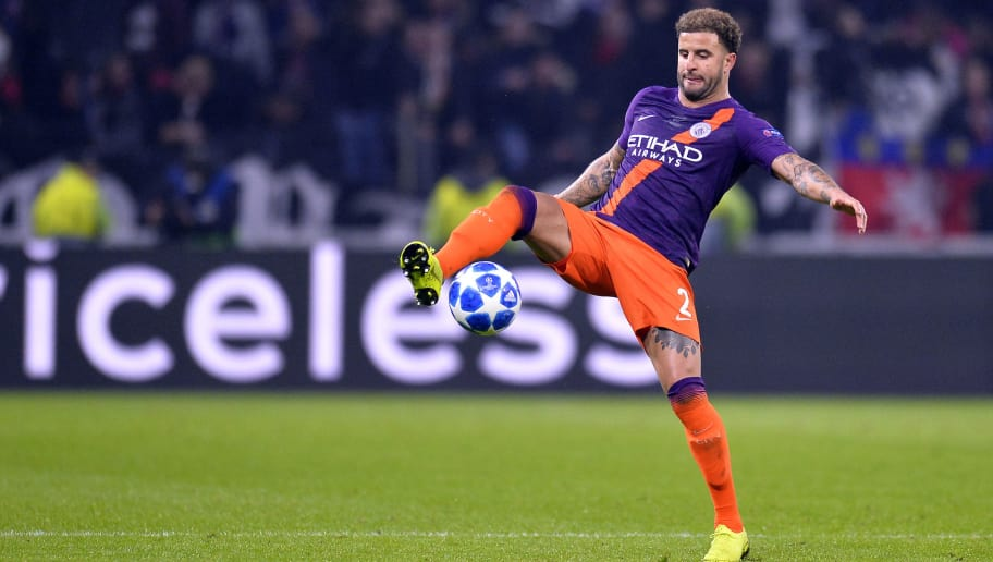 LYON, FRANCE - NOVEMBER 27:  Kyle Walker of Manchester City controls the ball during the Group F match of the UEFA Champions League between Olympique Lyonnais and Manchester City at Groupama Stadium on November 27, 2018 in Lyon, France.  (Photo by Aurelien Meunier/Getty Images)