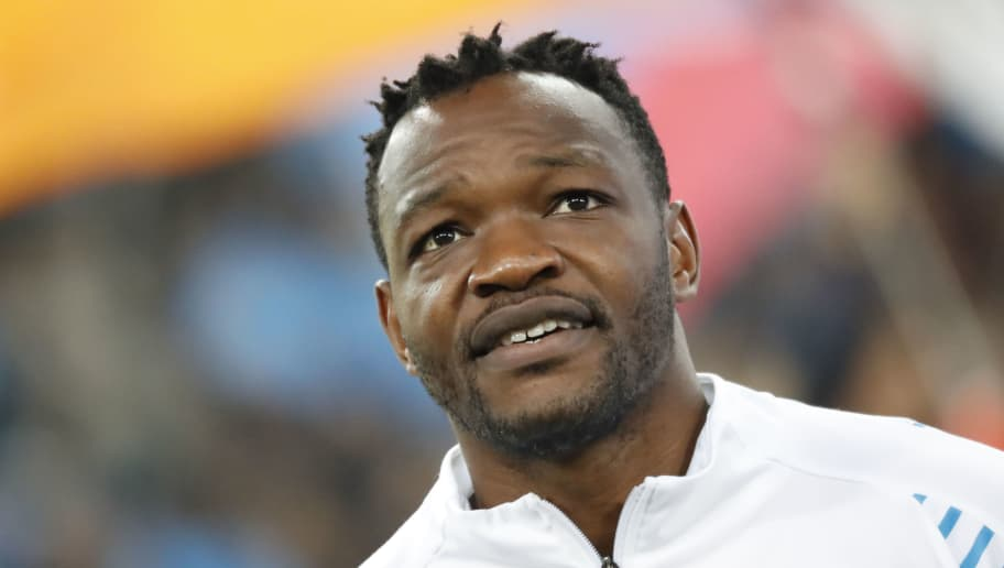 MARSEILLE, FRANCE - OCTOBER 28:  Steve Mandanda of Olympique de Marseille reacts during warm up before the ligue 1 match between Olympique de Marseille and Paris Saint Germain at Stade Velodrome on October 28, 2018 in Marseille, France.  (Photo by Guillaume Ruoppollo - OM/Getty Images)