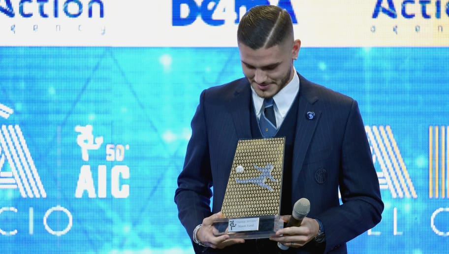 MILAN, ITALY - DECEMBER 03:  Mauro Icardi receives the prize for the best goal at the 'Oscar Del Calcio AIC' Italian Football Awards on December 3, 2018 in Milan, Italy.  (Photo by Pier Marco Tacca/Getty Images)
