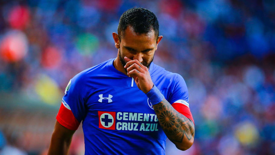 PACHUCA, MEXICO - SEPTEMBER 29: Walter Montoya of Cruz Azul gestures during the 11th round match between Pachuca and Cruz Azul as part of the Torneo Apertura 2018 Liga MX at Hidalgo Stadium on September 29, 2018 in Pachuca, Mexico. (Photo by Manuel Velasquez/Getty Images)
