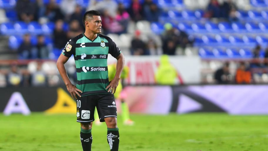 PACHUCA, MEXICO - OCTOBER 20: Oswaldo Martinez of Santos looks on during the 13th round match between Pachuca and Santos Laguna as part of the Torneo Apertura 2018 Liga MX at Hidalgo Stadium on October 20, 2018 in Pachuca, Mexico. (Photo by Jaime Lopez/Jam Media/Getty Images)