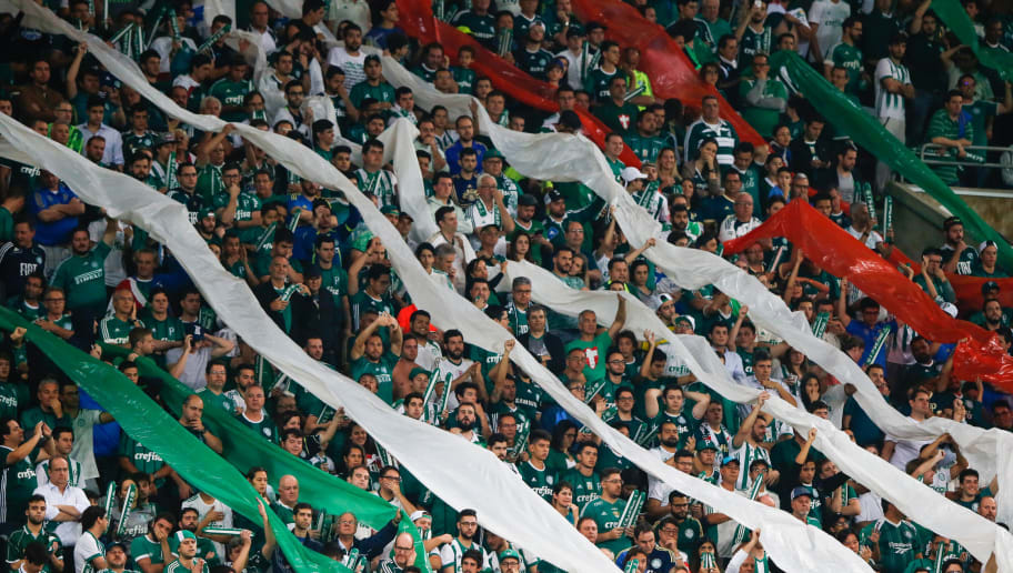 SAO PAULO, BRAZIL - AUGUST 09: Fans of Palmeiras cheer during the match between Palmeiras and Barcelona de Guayaquil for the Copa Bridgestone Libertadores 2017 at Allianz Parque Stadium on August 09, 2017 in Sao Paulo, Brazil. (Photo by Alexandre Schneider/Getty Images)
