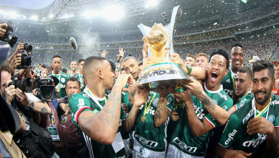 SAO PAULO, BRAZIL - NOVEMBER 27:  The team of Palmeiras celebrates with the trophy after winning the match between Palmeiras and Chapecoense for the Brazilian Series A 2016 at Allianz Parque on November 27, 2016 in Sao Paulo, Brazil.  (Photo by Friedemann Vogel/Getty Images)