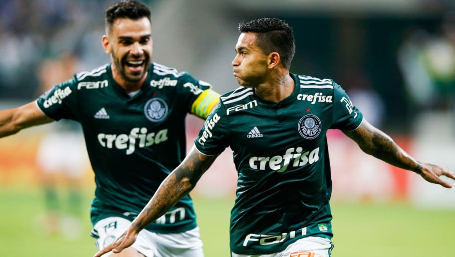 SAO PAULO, BRAZIL - OCTOBER 03: Dudu #07 of Palmeiras celebrates with teammate Bruno Henrique after scoring the first goal during the match against Colo Colo for the Copa CONMEBOL Libertadores 2018 at Allianz Parque Stadium on October 03, 2018 in Sao Paulo, Brazil. (Photo by Alexandre Schneider/Getty Images)