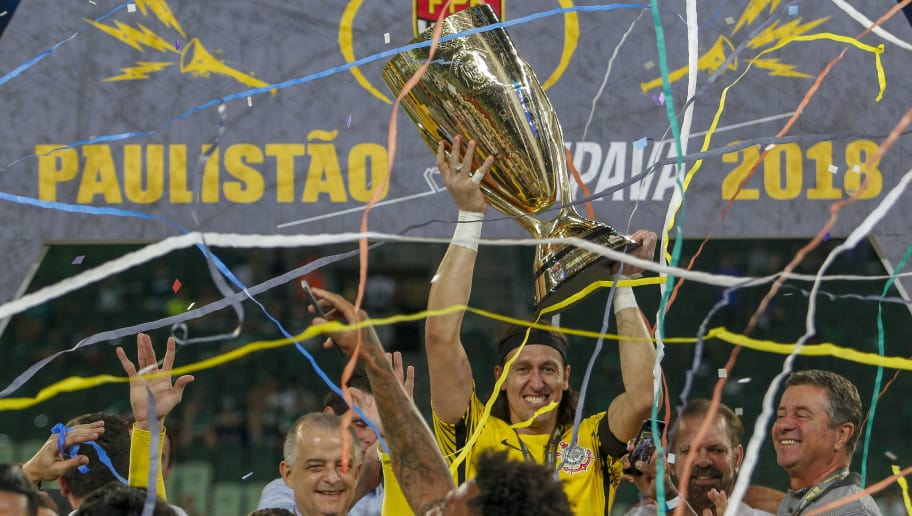 SAO PAULO, BRAZIL - APRIL 8: Goalkeeper Cassio of Corinthians holds the trophy after the team defeats Palmeiras  and wins the final of Paulista Championship 2018 at Allianz Parque on April 8, 2018 in Sao Paulo, Brazil. (Photo by Miguel Schincariol/Getty Images)