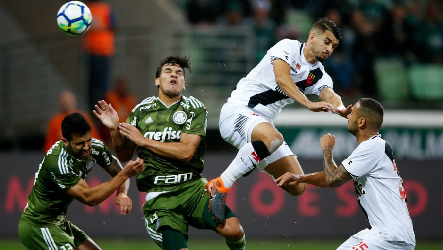 SAO PAULO, BRAZIL - AUGUST 12: (L-R) Luan Garcia and Bruno Henrique of Palmeiras fight for the ball with Thiago Galhardo and Leandro Castan of Vasco da Gama during the match between Palmeiras and Vasco da Gama for the Brasileirao Series A 2018 at Allianz Parque Stadium on August 12, 2018 in Sao Paulo, Brazil. (Photo by Alexandre Schneider/Getty Images)