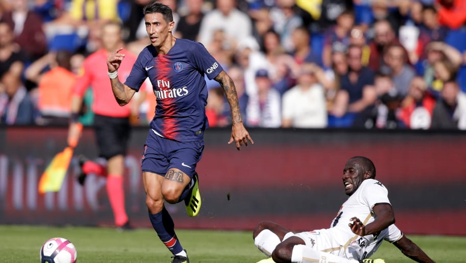 PARIS, FRANCE - AUGUST 25: (L-R) Angel Di Maria of Paris Saint Germain, Cheikh Ndoye of Angers  during the French League 1  match between Paris Saint Germain v Angers at the Parc des Princes on August 25, 2018 in Paris France (Photo by Jeroen Meuwsen/Soccrates/Getty Images)