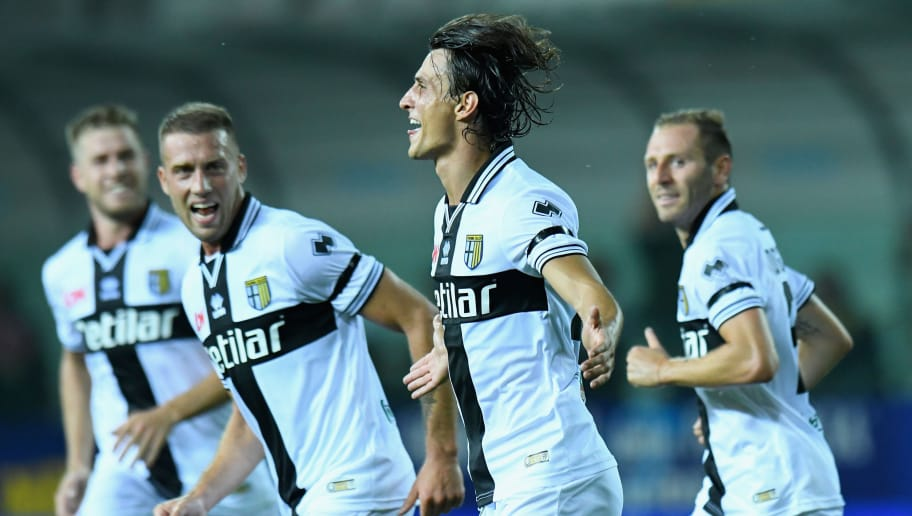 PARMA, ITALY - AUGUST 19:  Roberto Inglese (2ndR) of Parma Calcio celebrates after scoring the opening goal during the serie A match between Parma Calcio and Udinese at Stadio Ennio Tardini on August 19, 2018 in Parma, Italy.  (Photo by Alessandro Sabattini/Getty Images)