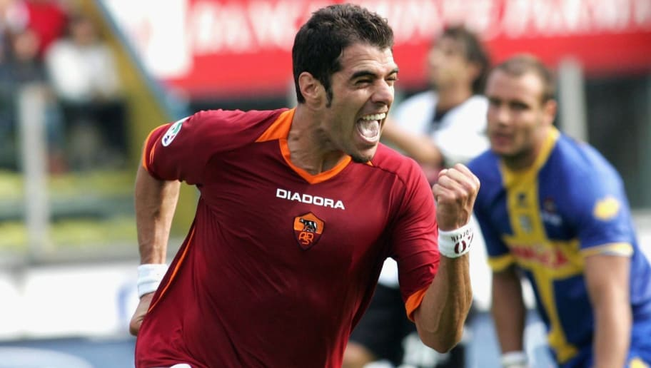 PARMA, ITALY - SEPTEMBER 24: Simone Perrotta of Roma celebrates his goal during the Seria A game between Parma and Roma on September 24, 2006 at the Ennio Tardini stadium in Parma, Italy. (Photo by New Press/Getty Images)