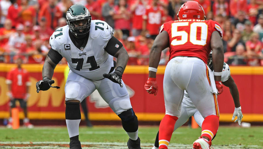 KANSAS CITY, MO - SEPTEMBER 17:  Offensive tackle Jason Peters #71 of the Philadelphia Eagles gets set on the line against the Kansas City Chiefs during the second half on September 17, 2017 at Arrowhead Stadium in Kansas City, Missouri.  (Photo by Peter G. Aiken/Getty Images)