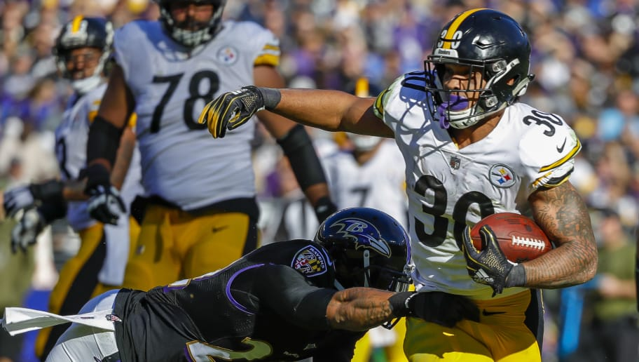 BALTIMORE, MD - NOVEMBER 04: James Conner #30 of the Pittsburgh Steelers rushes during the second quarter against the Baltimore Ravens at M&T Bank Stadium on November 4, 2018 in Baltimore, Maryland. (Photo by Scott Taetsch/Getty Images)