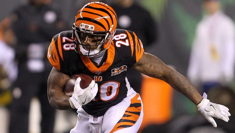 CINCINNATI, OH - DECEMBER 04:  Joe Mixon #28 of the Cincinnati Bengals runs with the ball against the Pittsburgh Steelers during the first half at Paul Brown Stadium on December 4, 2017 in Cincinnati, Ohio.  (Photo by John Grieshop/Getty Images)