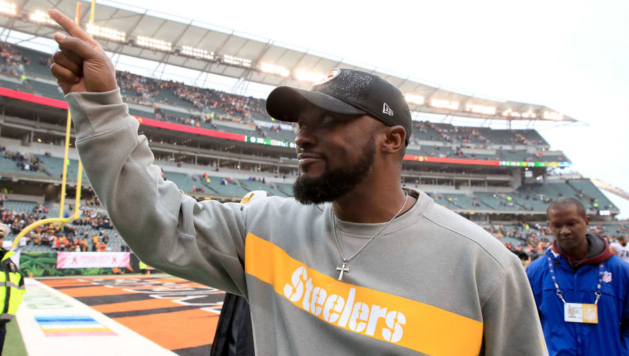 b5102a73 CINCINNATI, OH - OCTOBER 14: Head coach Mike Tomlin of the Pittsburgh  Steelers celebrates