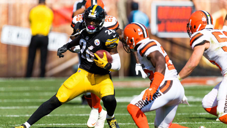 CLEVELAND, OH - SEPTEMBER 10: Running back Le'Veon Bell #26 of the Pittsburgh Steelers jukes around linebacker Jabrill Peppers #22 of the Cleveland Browns during the second half at FirstEnergy Stadium on September 10, 2017 in Cleveland, Ohio. The Steelers defeated the Browns 21-18. (Photo by Jason Miller/Getty Images)