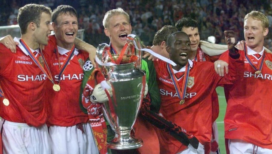BARCELONA, SPAIN:  players of Manchester United jubilate with the trophee after winning the final of the soccer Champions League against Bayern Munich, 26 May 1999 at the Camp Nou Stadium in Barcelona. Manchester United won 2-1. (ELECTRONIC IMAGE) (Photo credit should read ERIC CABANIS/AFP/Getty Images)