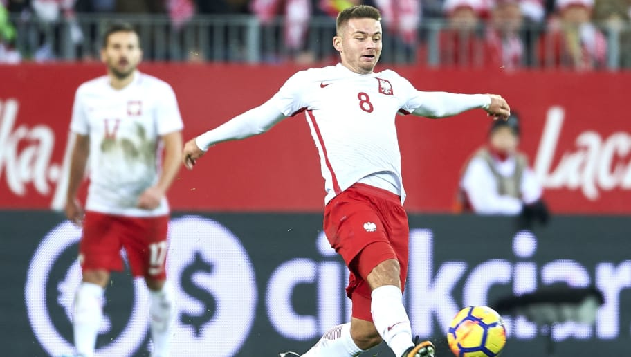 GDANSK, POLAND - NOVEMBER 13: Karol Linetty of Poland controls the ball during the International Friendly match between Poland and Mexico at Energa Arena Stadium on November 13, 2017 in Gdansk, Poland. (Photo by Adam Nurkiewicz/Getty Images)