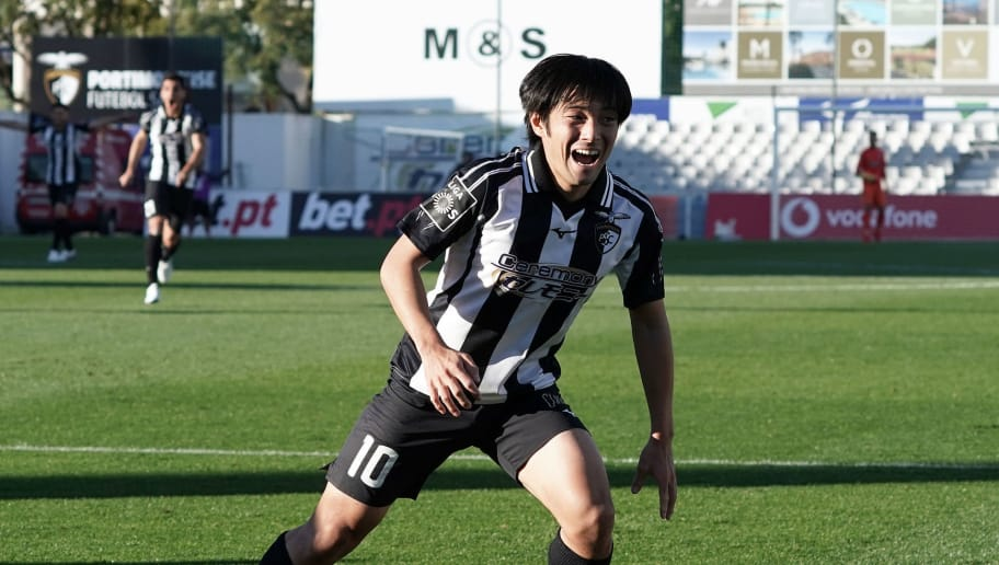 PORTIMAO, PORTUGAL - DECEMBER 02:  Shoya Nakajima of Portimonense SC celebrates after scoring his team's third goal during the Liga NOS match between Portimonense SC and CD Tondela at Estadio Municipal de Portimao on December 2, 2018 in Portimao, Portugal. (Photo by Koji Watanabe/Getty Images)