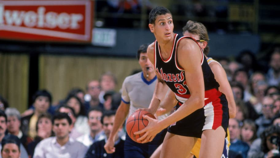 INGLEWOOD, CA - 1985:  Sam Bowie #31 of the Portland Trail Blazers looks to pass during a game against the Los Angeles Lakers in 1985 at the Great Western Forum in Inglewood, California.  (Photo by Rick Stewart/Getty Images)