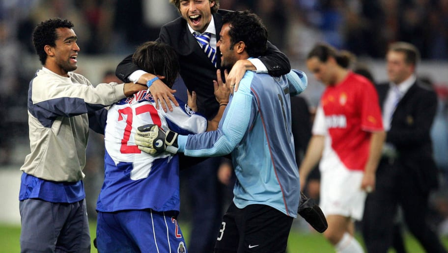 Porto players celebrate after beating Mo