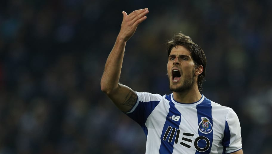 PORTO, PORTUGAL - MARCH 02:  FC Porto forward Goncalo Paciencia from Portugal  reacts during the Portuguese Primeira Liga match between FC Porto and Sporting CP at Estadio do Dragao on March 2, 2018 in Porto, Porto. (Photo by Carlos Rodrigues/Getty Images)