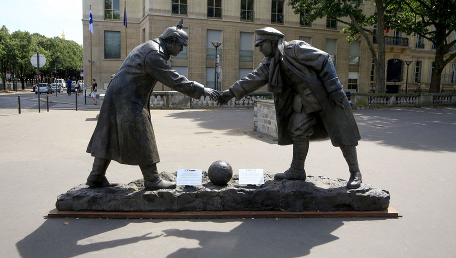 The Christmas Truce: Did British & German Soldiers Really Play