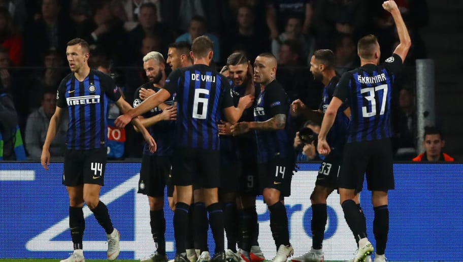 EINDHOVEN, NETHERLANDS - OCTOBER 03:  Mauro Icardi of Inter Milan celebrates with teammates after scoring his team's second goal during the Group B match of the UEFA Champions League between PSV and FC Internazionale at Philips Stadion on October 3, 2018 in Eindhoven, Netherlands.  (Photo by Dean Mouhtaropoulos/Getty Images)