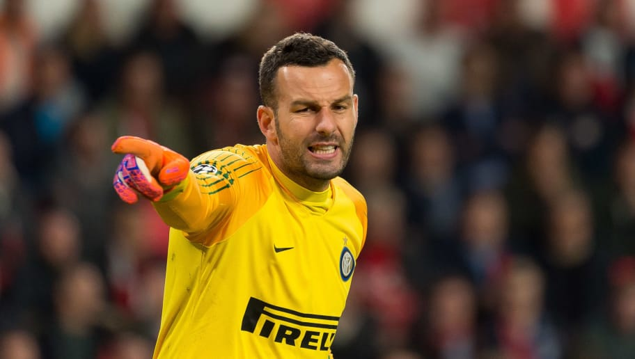 EINDHOVEN, NETHERLANDS - OCTOBER 03: Goalkeeper Samir Handanovic of Internazionale gestures during the Group B match of the UEFA Champions League between PSV and FC Internazionale at Philips Stadion on October 3, 2018 in Eindhoven, Netherlands. (Photo by TF-Images/Getty Images)